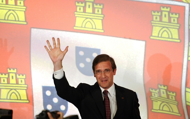 Pedro Passos Coelho, Portugal's prime minister and leader of the Social Democratic Party (PSD), waves to supporters after securing victory in the Portuguese election in Lisbon, Portugal, on Sunday, Oct. 4, 2015. While Coelho lost his majority in parliament, he decisively defeated Socialist leader Antonio Costa by focusing on the country's economic progress, underscored by its exit from an international bailout in 2014. Photographer: Paulo Duarte/Bloomberg *** Local Caption *** Pedro Passos Coelho
