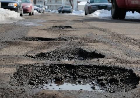 635614497956594584-030615-hamtamck-potholes-rg-06